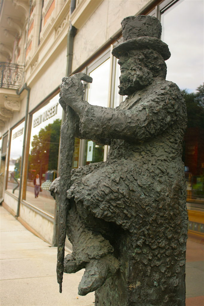Sculpture of Henrik Ibsen, Ibsen Museum in Oslo, Henrik Ibsen, Ibsen Museum, Ibsen Museet, Oslo, Norway, museum, museums in Oslo, writer's homes, travel