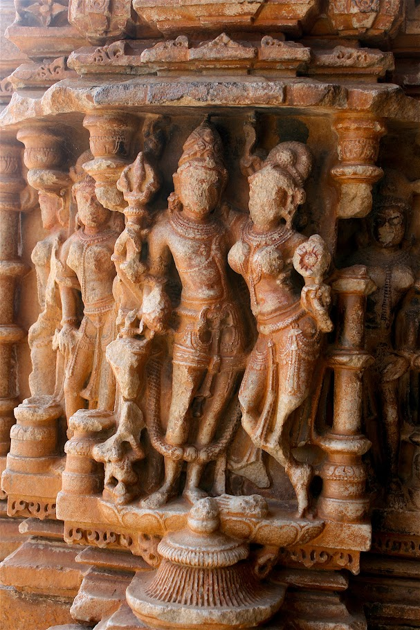 erotic sculptures of couples, erotic carvings at Saas Bahu temples, erotica in Rajasthan, Rajasthan temples, Udaipur, temples near Udaipur, Indian mythology, religious erotica, Hinduism, Saas Bahu temples, Nagda, Rajasthan, Rajasthan heritage, Udaipur attractions, excursions from Udaipur, India, Incredible India, travel, heritage, architecture, sculpture, archaeological ruins