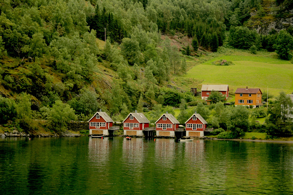 Houses on a lake, Houses on the Fjord, lakeside homes, house, fjord, Norway, Norge, Visit Norway, Norway in a Nutshell, travel, nature, lake, greenery, landscape, Scandinavia, view, lake view, room with a view, Nordic, travel